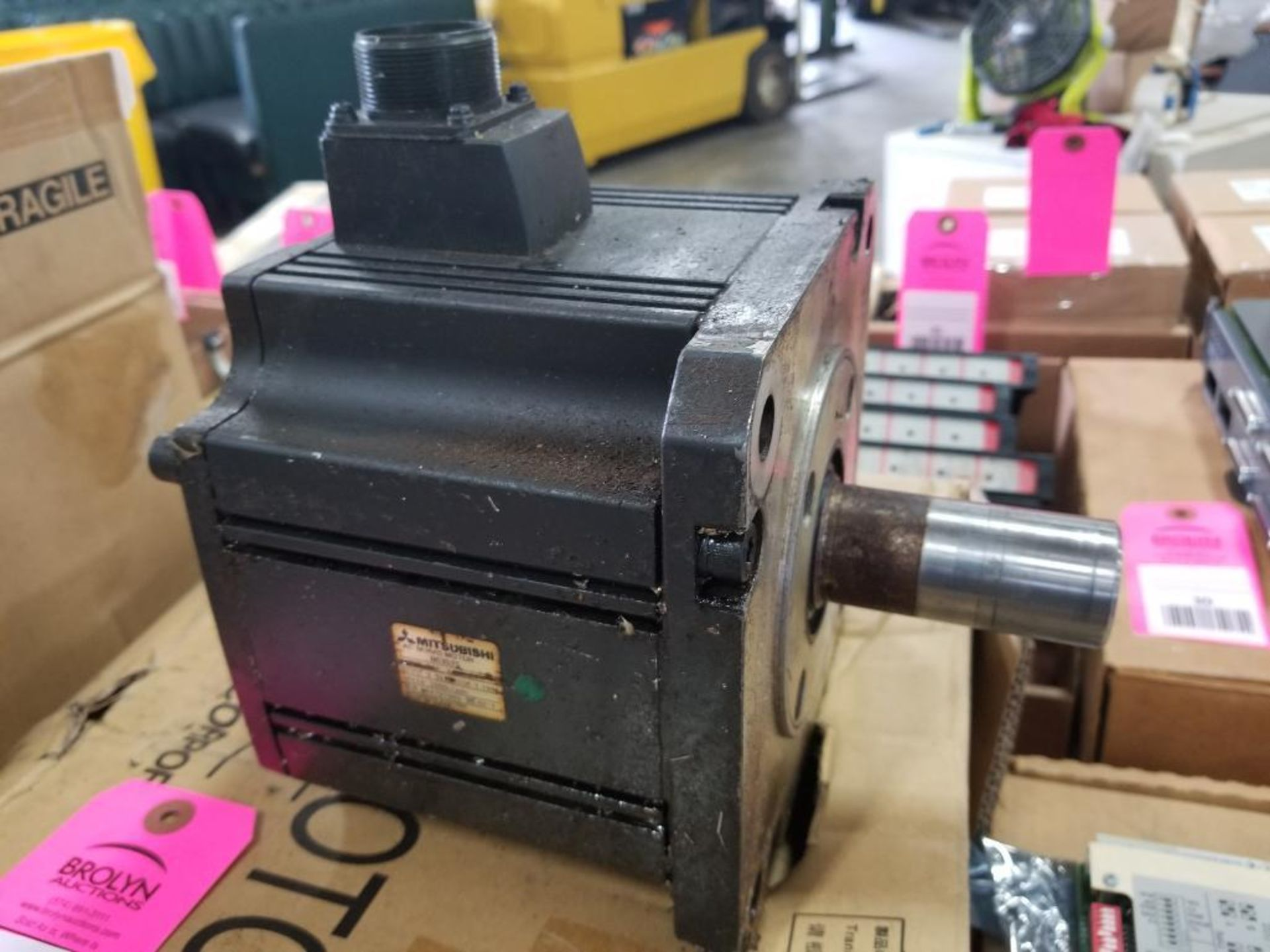 Mitsubishi HC-3525S servo motor. In box, but appears used. - Image 4 of 4