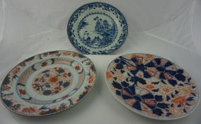 Three Chinese / Japanese Porcelain Export Plates, circa late 18th / early 19th century, to include