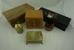 Mixed Lot of Collectors Boxes, to include an ebonised example, also with two miniature barrels