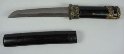Japanese Style Tanto Type Small Sword, Blade 15.5cm long, in a black lacquered scabbard, with gilt