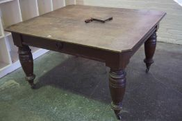 Oak Extending Dining Table, circa late 19th / early 20th century, with two additional leaves, raised