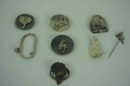 Sterling Silver Money Clip, Modelled as a Golf Club, 6cm diameter, Also with four Animal Brooches by