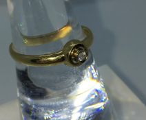 18ct Gold and Diamond Ladies Ring, Set with a small Diamond to the centre, Tested for 18ct, Gross