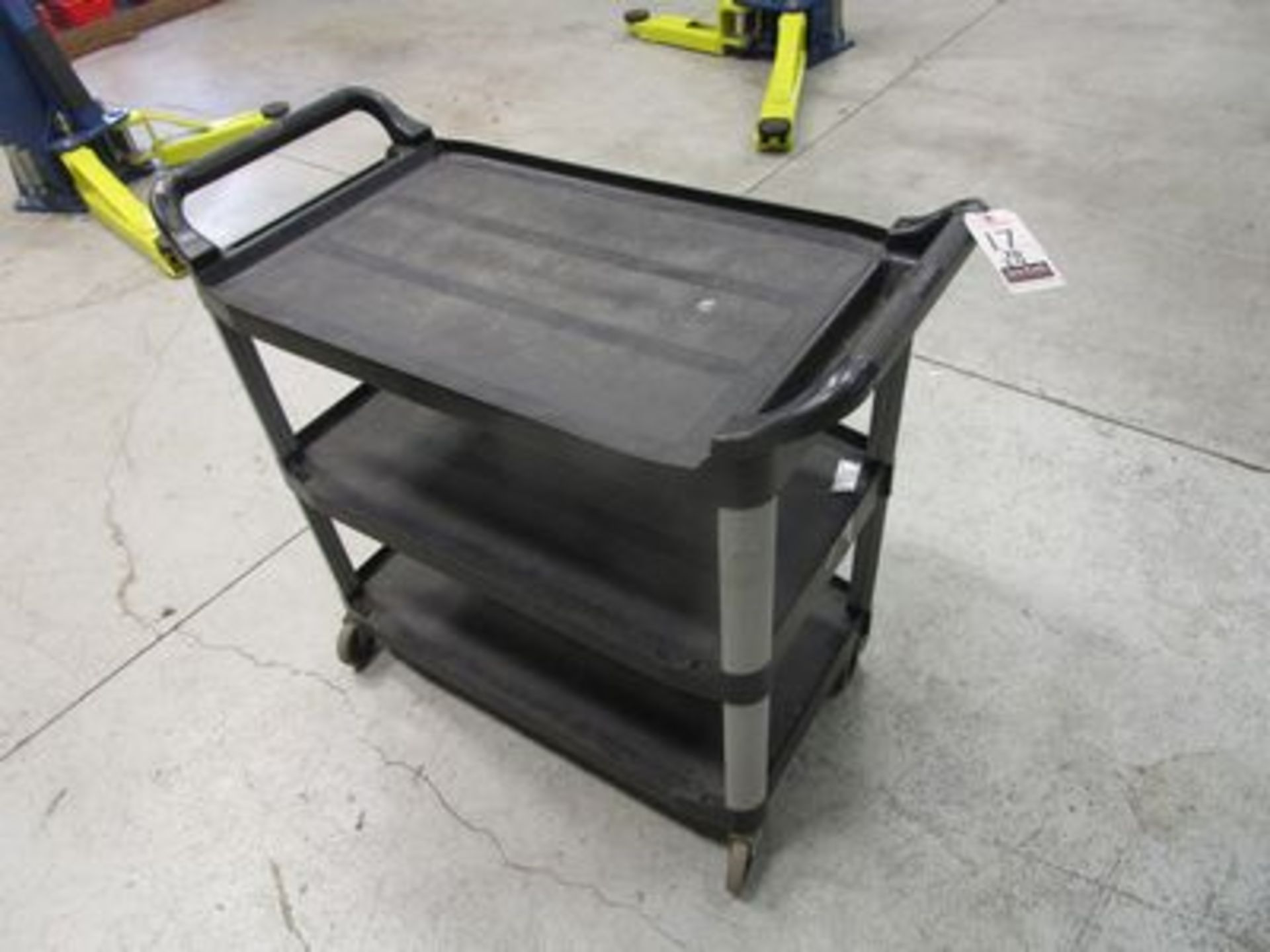 "Lot 20 - RUBBERMAID 32"" PORT. POLY UTILITY CART"