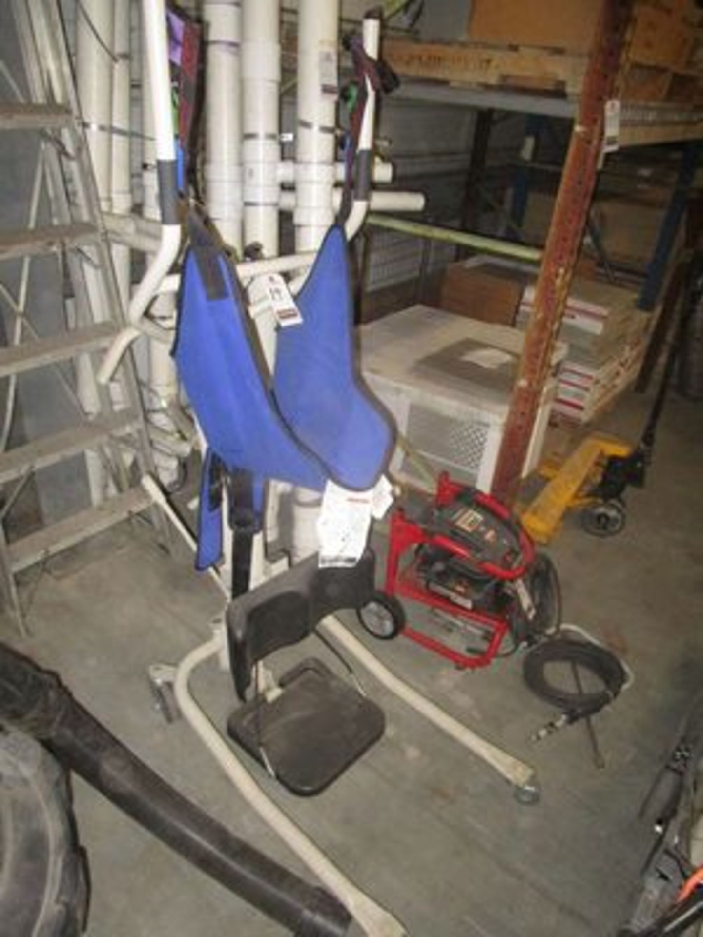 Lot 14 - INACARE PORT. STANDING SLING, M/N R130