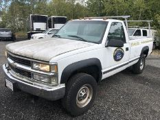 2000 CHEVY GMT 400, K3500, AT, AC, 5.7L - V8 ENGINE, 4X4, 8' BED W/ LINER & LADDER RACK, VIN #