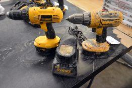 {LOT} Dewalt DCD750 & DC970 w 1 18v Drills