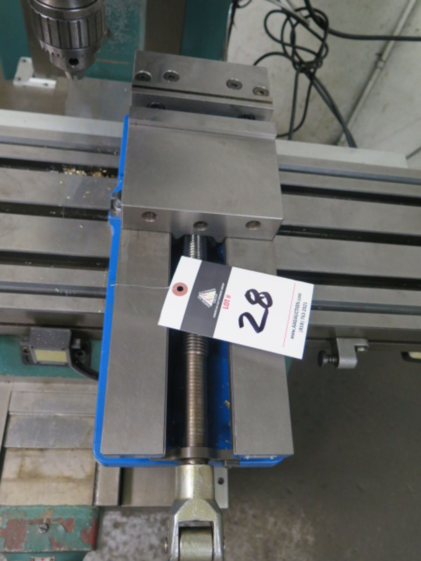 "Lotto 28 - Kurt DX6 6"" Angle-Lock Vise"