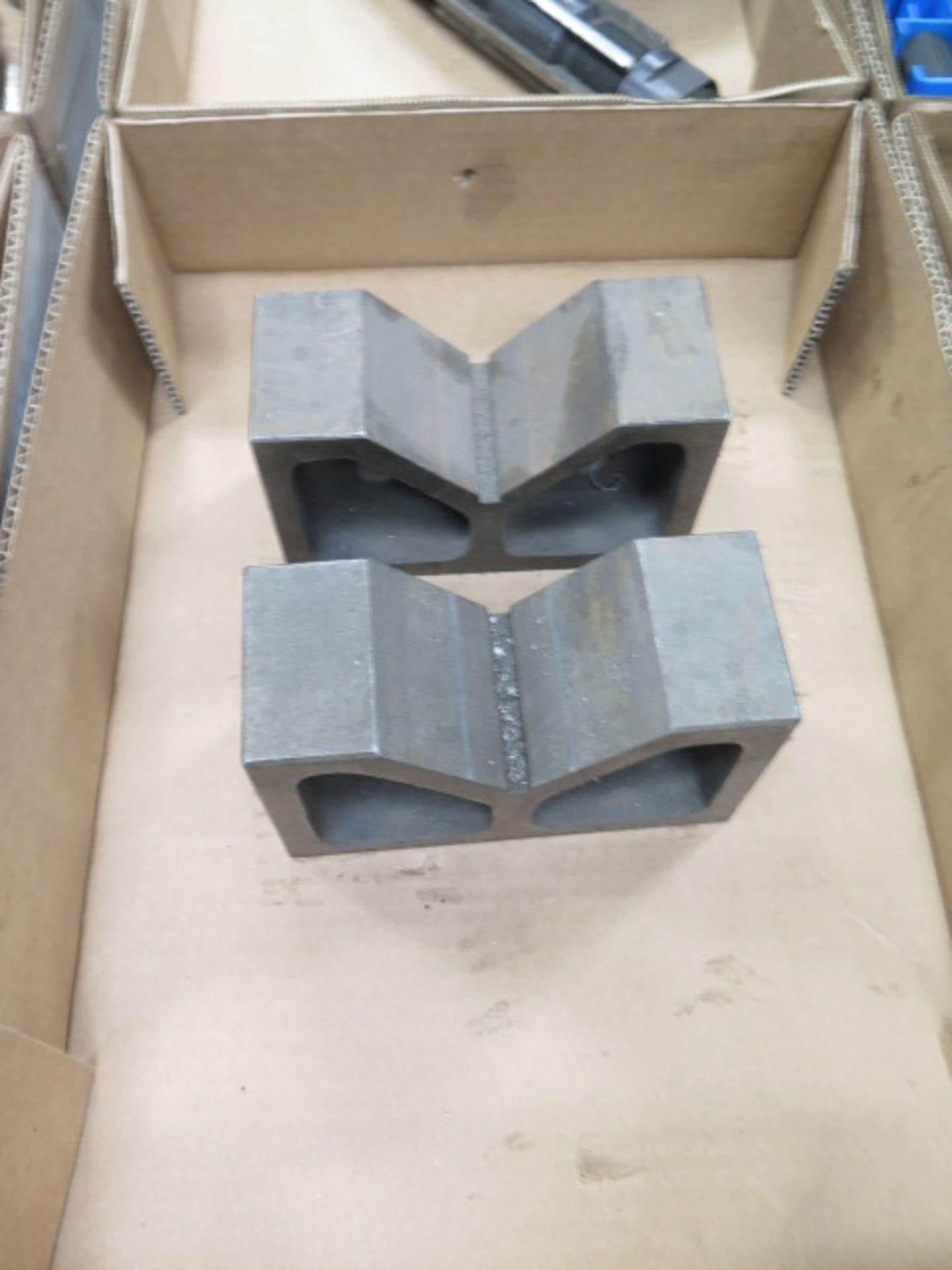 Lotto 64 - V-Blocks, Radius Cutters and Adjustable Reamer