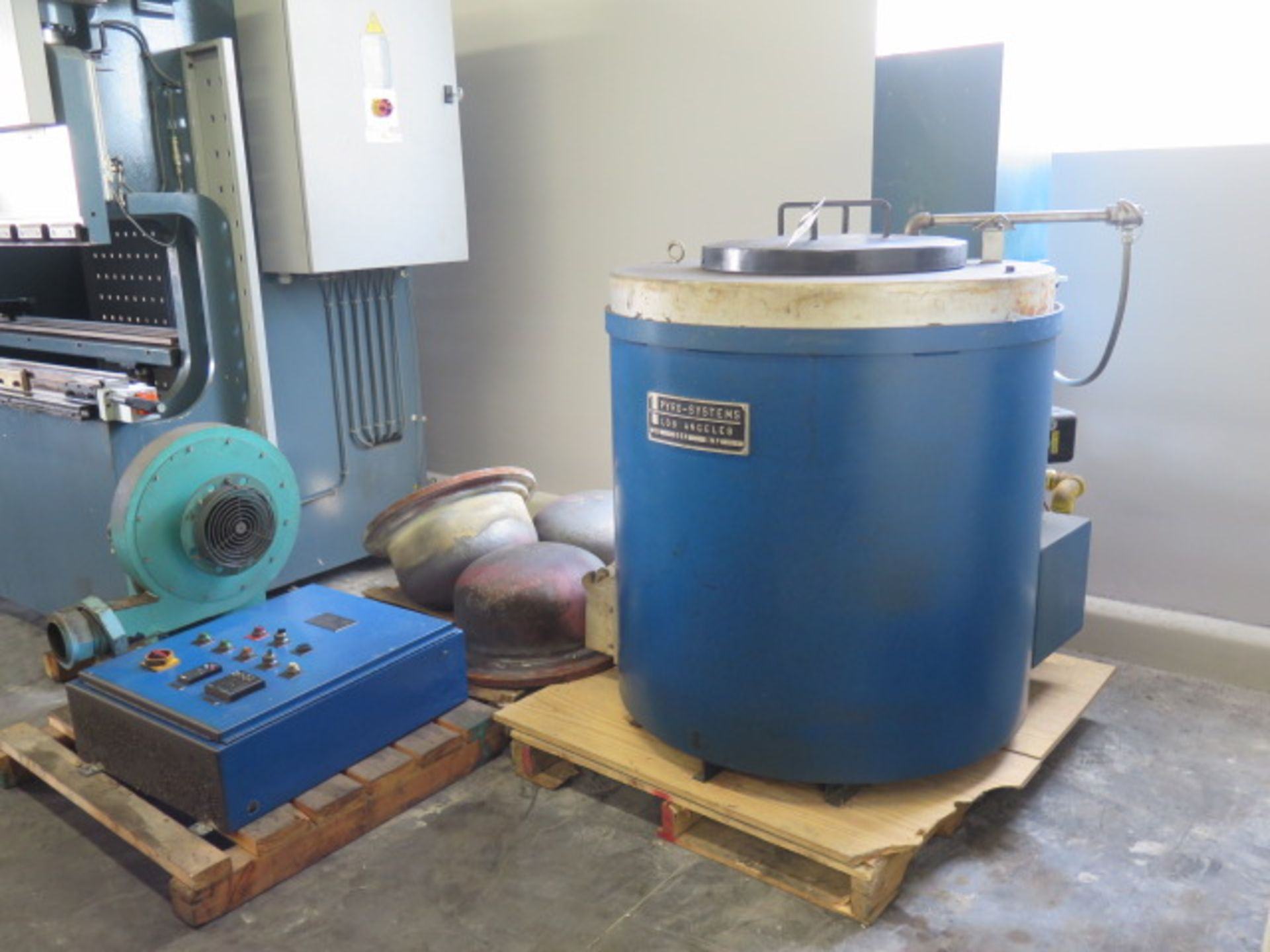 Lot 33 - Pyro Systems mdl. 600AMC 1000K Furnace s/n 592 w/ Natural Gas Fired Burner, (3) Crucibles