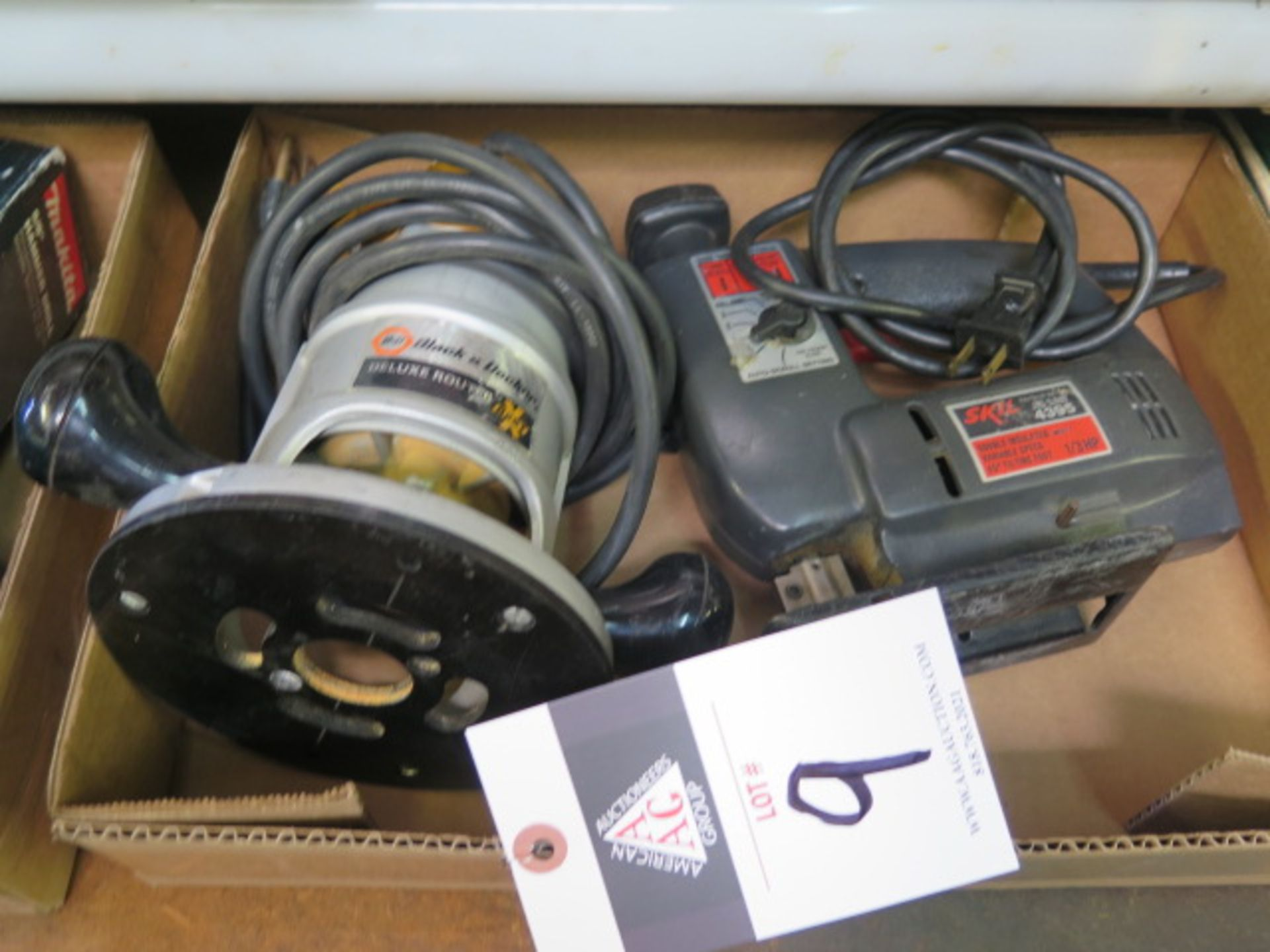 Lot 9 - Skil Jig Saw and Black & Decker Router (SOLD AS-IS - NO WARRANTY)