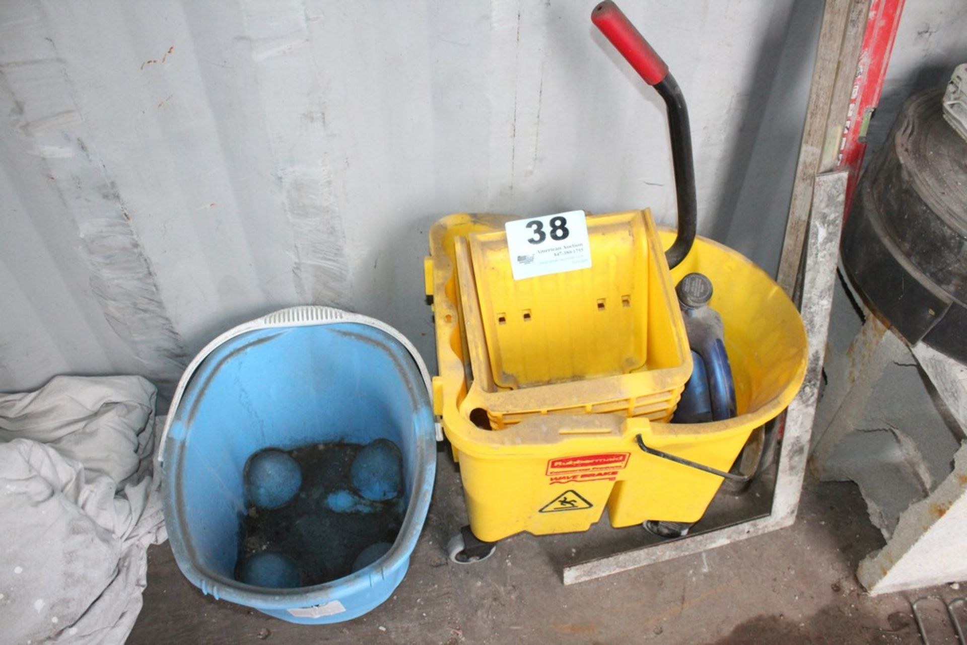 Lot 38 - MOP BUCKET, PAIL, LEVELS, AND EXPANSION JOINT