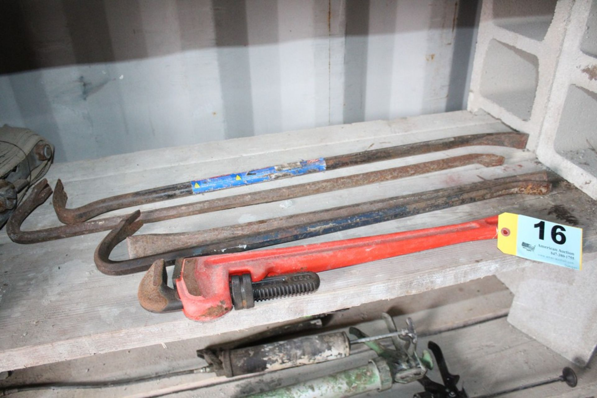 "Lot 16 - RIDGID 24"" PIPE WRENCH AND (4) WRECKING BARS"
