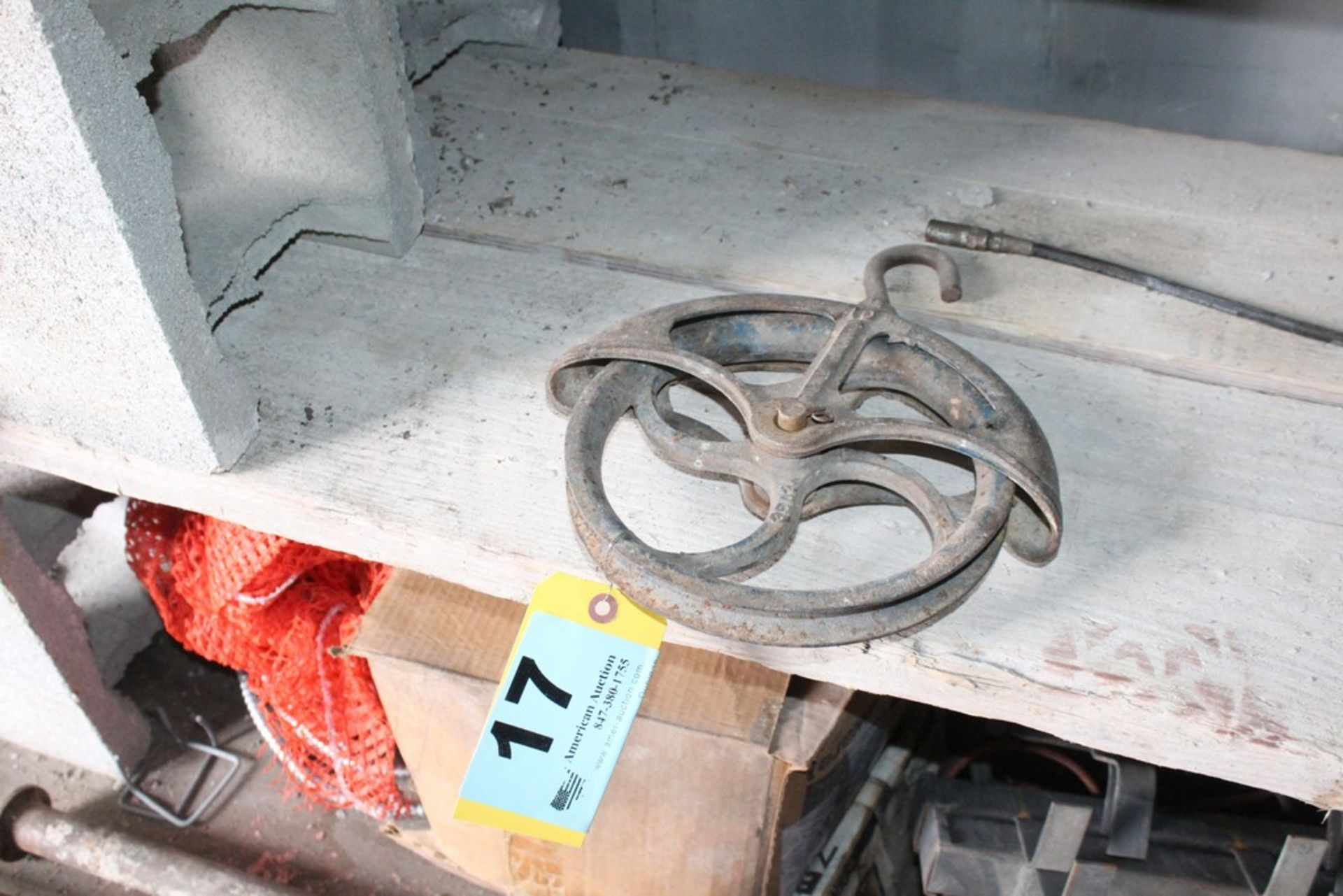 """Lot 17 - 9"""" ROPE PULLEY"""