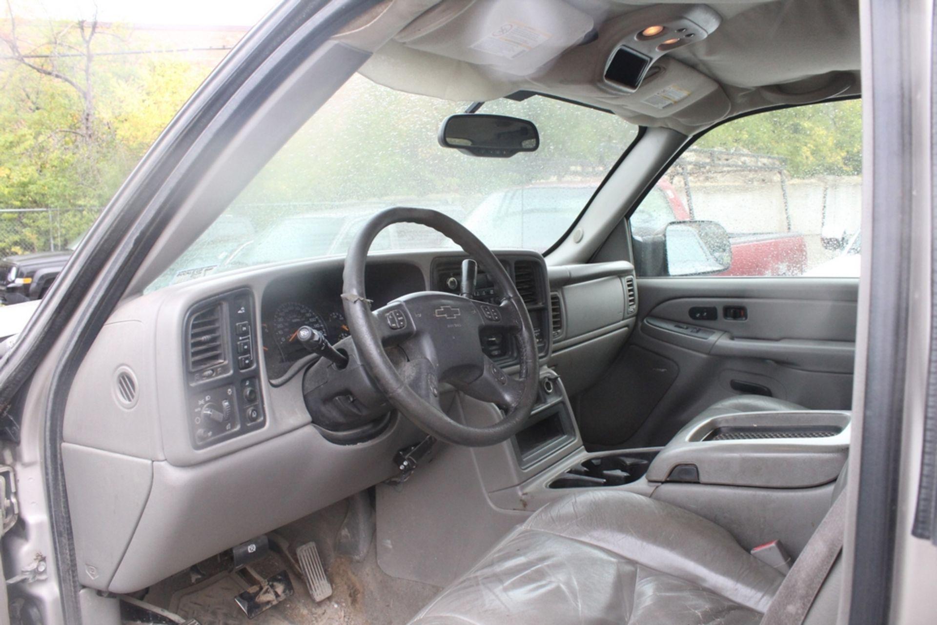 Lot 8 - 2005 CHEVROLET SILVERADO 2500HD, 6.6L V-8, AUTO. 4WD, VIN 1GCHK29245E217431