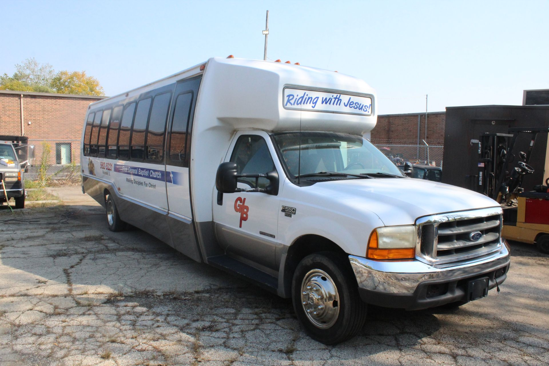 Lot 9 - 1999 FORD F-550 PASSENGER BUS, DIESEL, 7.3L V-8, VIN 1FDAF56F0XED99139, 182,235 MILES SHOWN ON