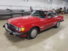 1986 MERCEDES BENZ 560SL ROADSTER CONVERTIBLE, 5.6L V-8, LEATHER, WITH SOFT TOP, AUTO., VIN WDBBA4