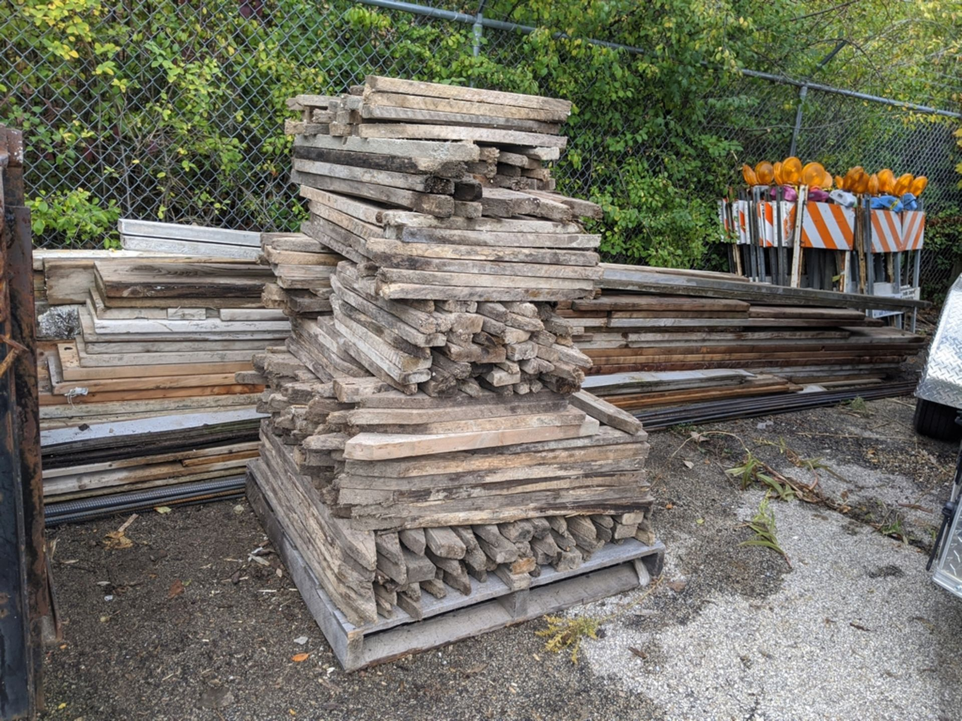 Lot 12 - LARGE QTY OF ASSORTED LUMBER & STAKES