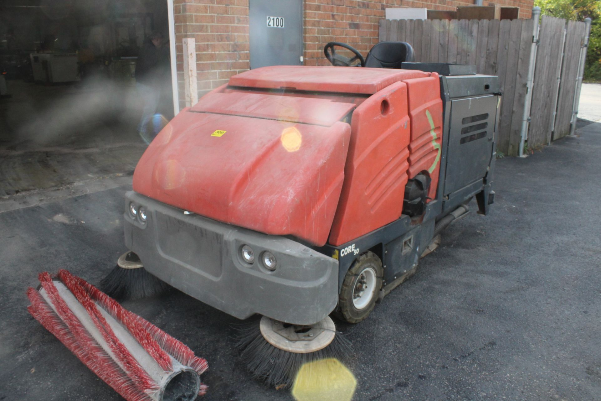 POWERBOSS CORE 50 RIDE ON SWEEPER SCRUBBER - Image 4 of 6