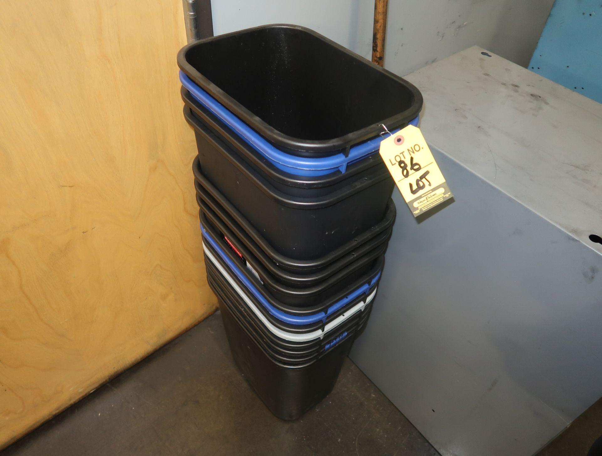 Lot 86 - LOT TRASH CANS