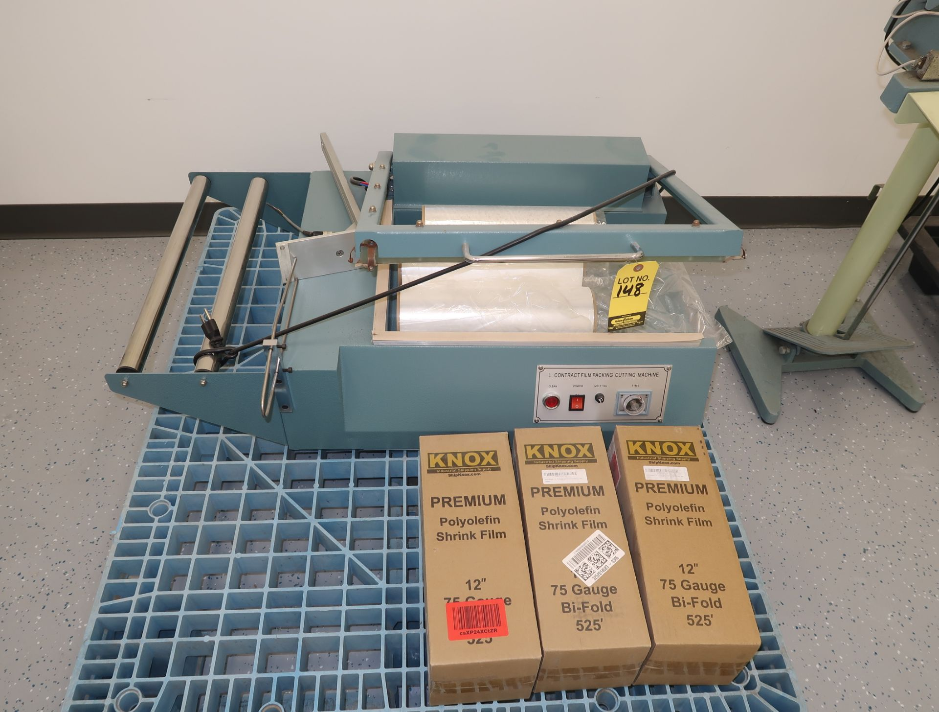 Lot 148 - L-TYPE CONTRACT FILM PACKING CUTTING MACHINE, SEALER