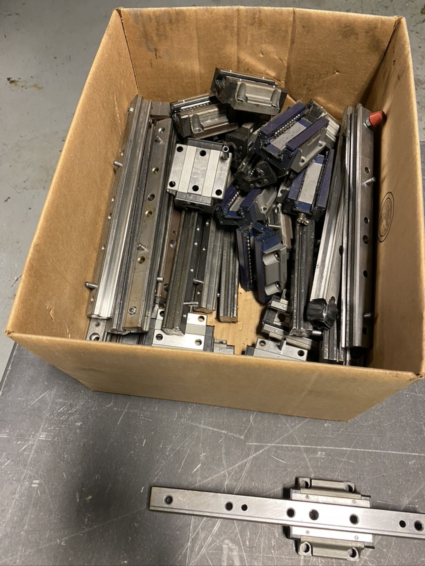 Lot 46 - lot of Machine slides
