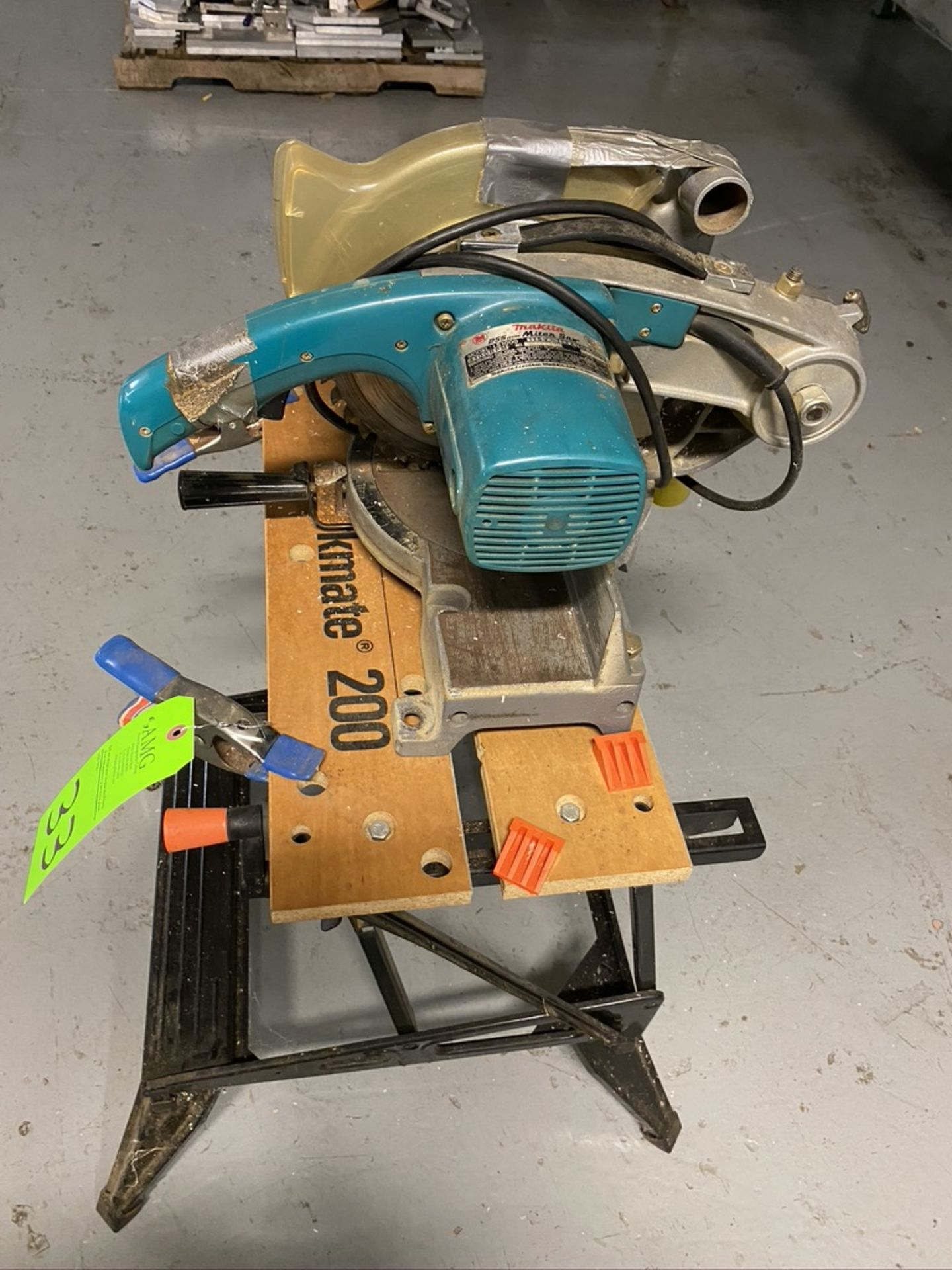 Lot 33 - Makita model Ls-1000 Miter saw and bench