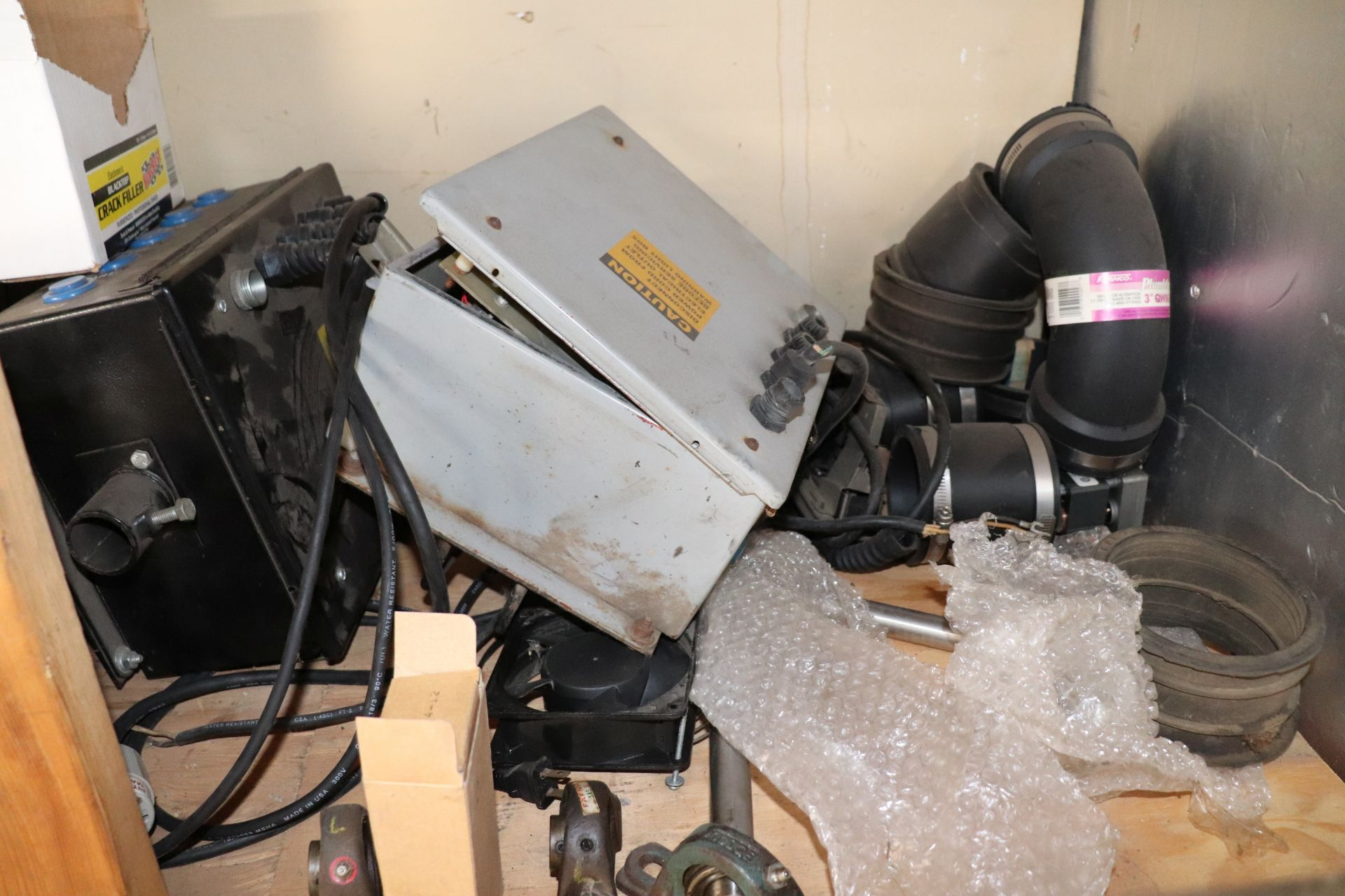 Miscellaneous ABC automatic batting cage parts including token mechs, vibration bearings, motor shaf - Image 5 of 5