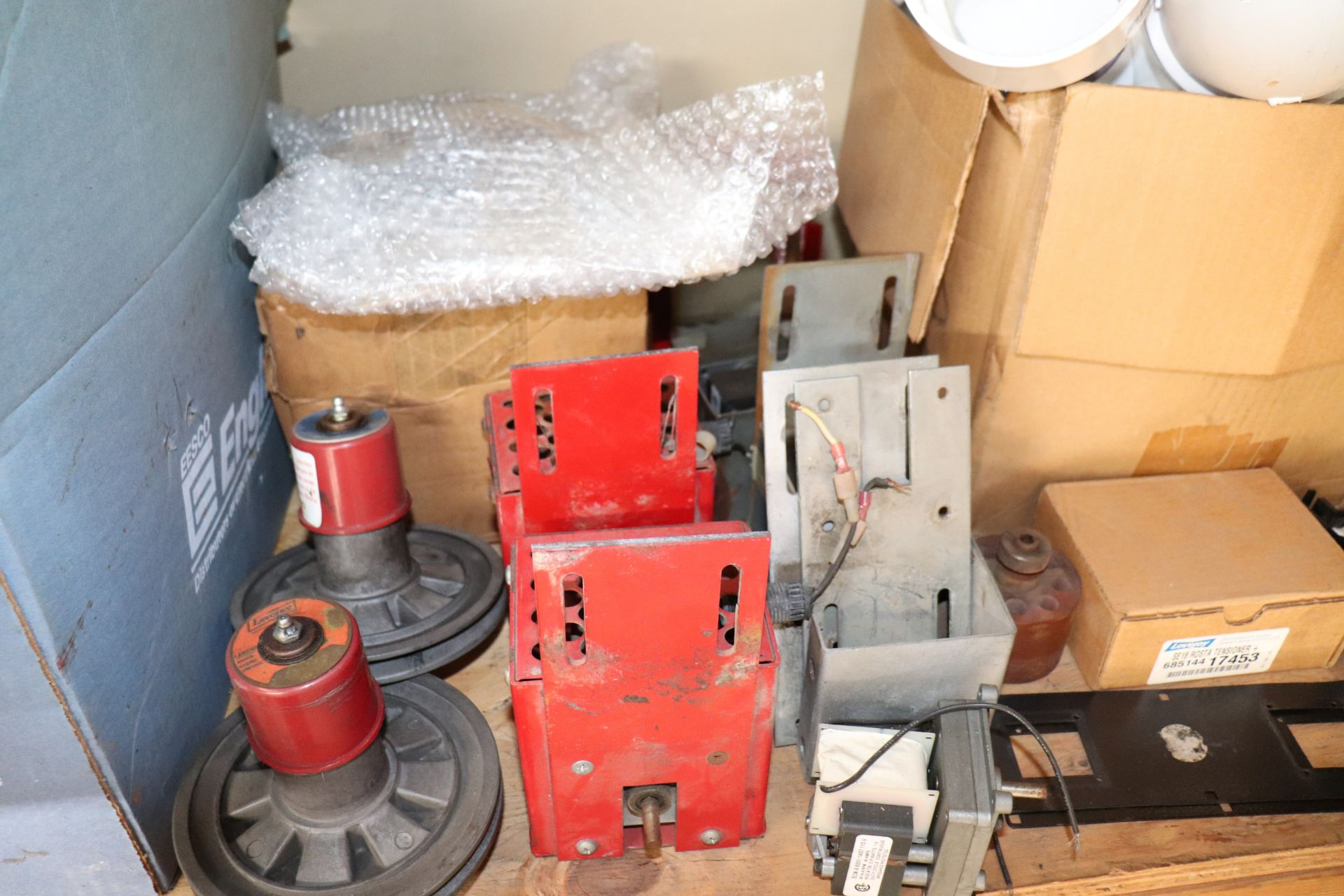 Miscellaneous ABC automatic batting cage parts including token mechs, vibration bearings, motor shaf - Image 2 of 5