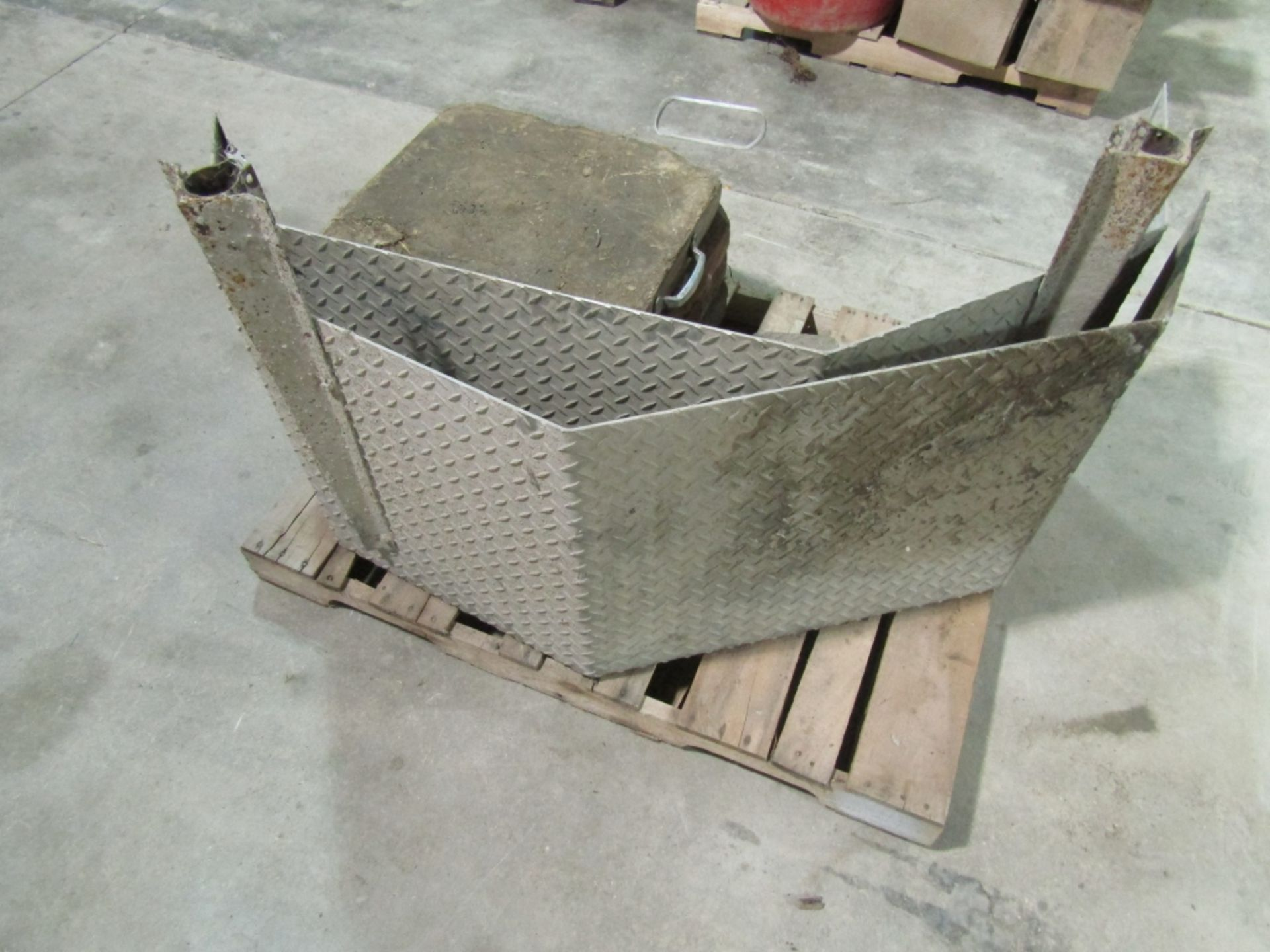Lot 271 - Pallet of Outrigger Pads & Diamond Plate Fenders, Located in Winterset, IA