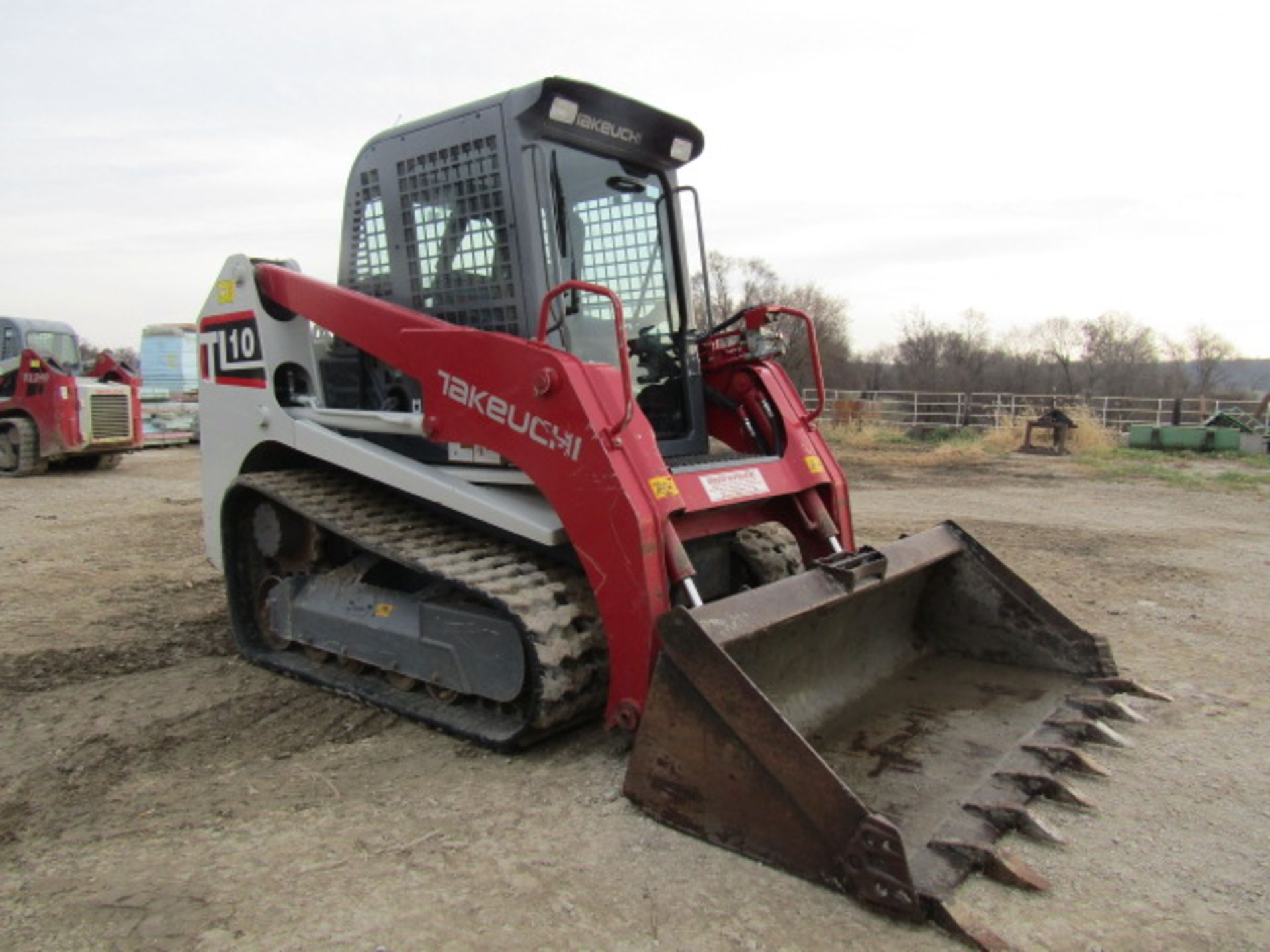 """Lot 219 - 2016 Takeuchi TL10 Uniloader, Serial # 201003309, 448 Hours, with 6'4"""" Bucket, Bradco Model 10702"""