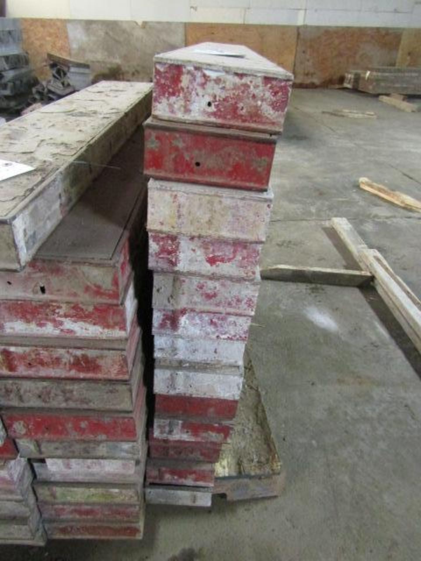 "Lot 231 - (14) 6"" x 4' Symons Steel Ply Forms"