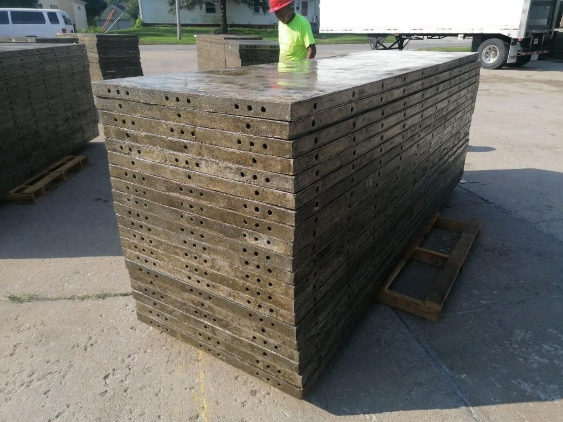 Lot 125 - (20) 3' x 10' Wall-Ties Aluminum Concrete Forms, Smooth 6-12 Hole Pattern. Located at 301 E Henry