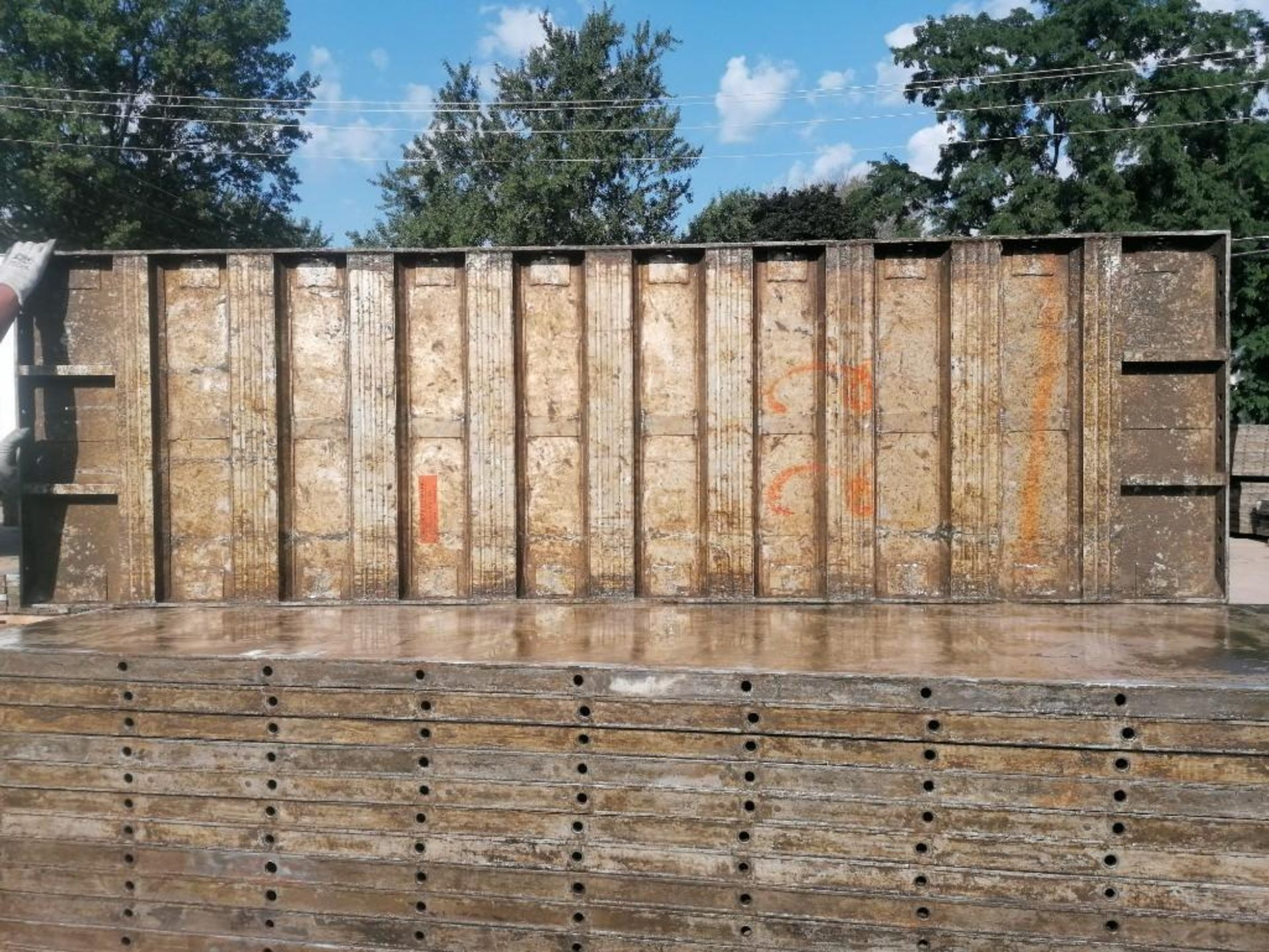 Lot 124 - (20) 3' x 10' Wall-Ties Aluminum Concrete Forms, Smooth 6-12 Hole Pattern. Located at 301 E Henry