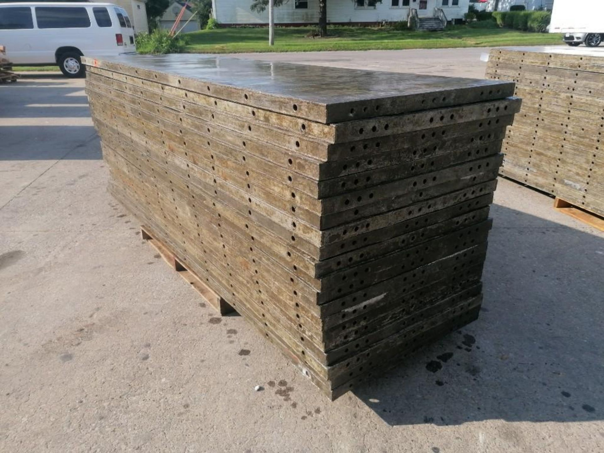 Lot 122 - (20) 3' x 10' Wall-Ties Aluminum Concrete Forms, Smooth 6-12 Hole Pattern. Located at 301 E Henry