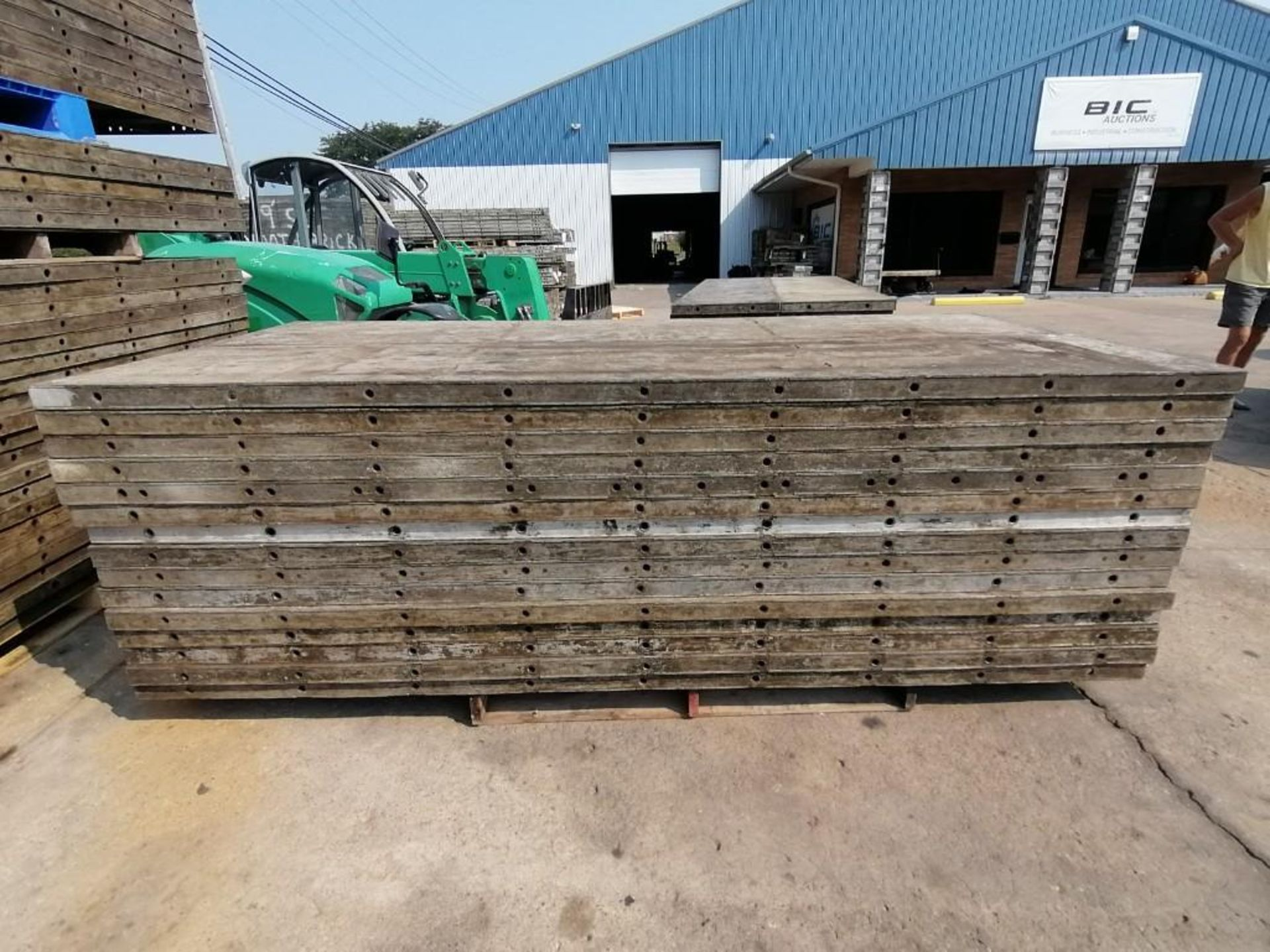 Lot 147 - (30) 2' x 9' Smooth Laydowns Wall-Ties Aluminum Concrete Forms. Located at 301 E Henry Street, Mt.