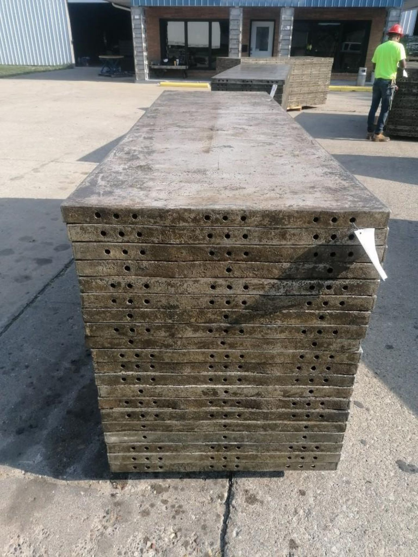 Lot 123 - (20) 3' x 10' Wall-Ties Aluminum Concrete Forms, Smooth 6-12 Hole Pattern. Located at 301 E Henry
