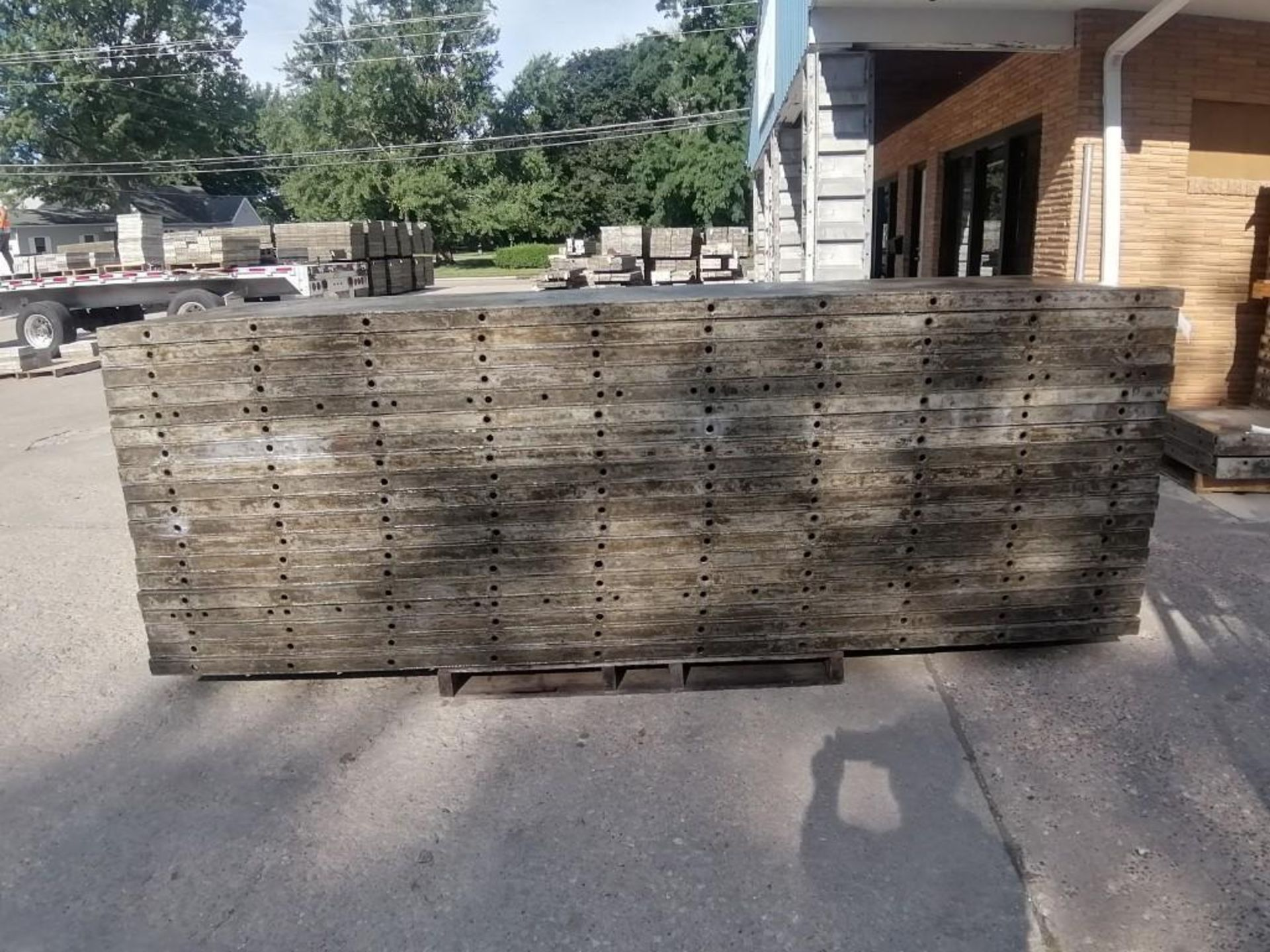 Lot 128 - (19) 3' x 10' Wall-Ties Aluminum Concrete Forms, Smooth. Located at 301 E Henry Street, Mt.