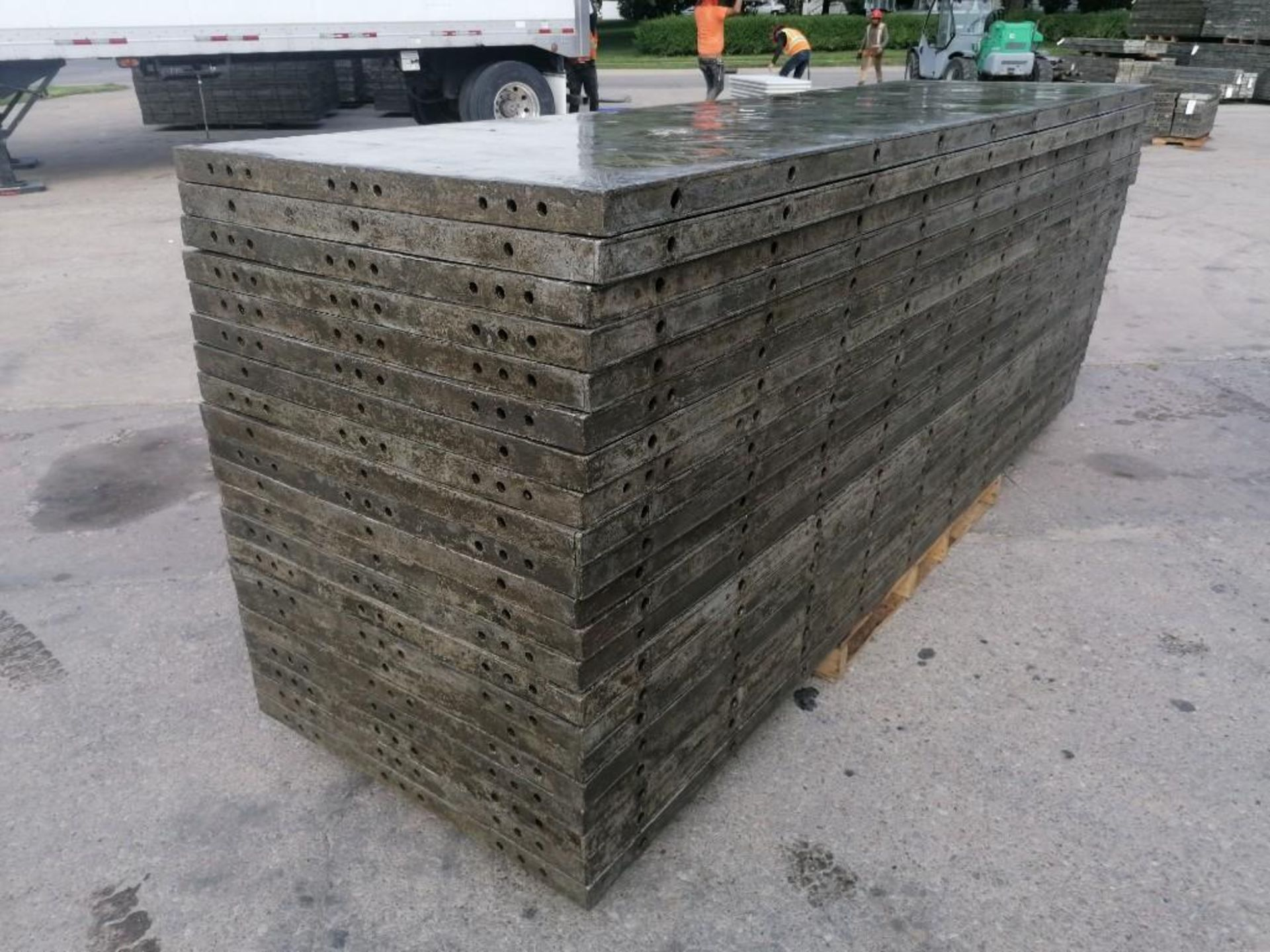 Lot 127 - (20) 3' x 10' Wall-Ties Aluminum Concrete Forms, Smooth 6-12 Hole Pattern. Located at 301 E Henry
