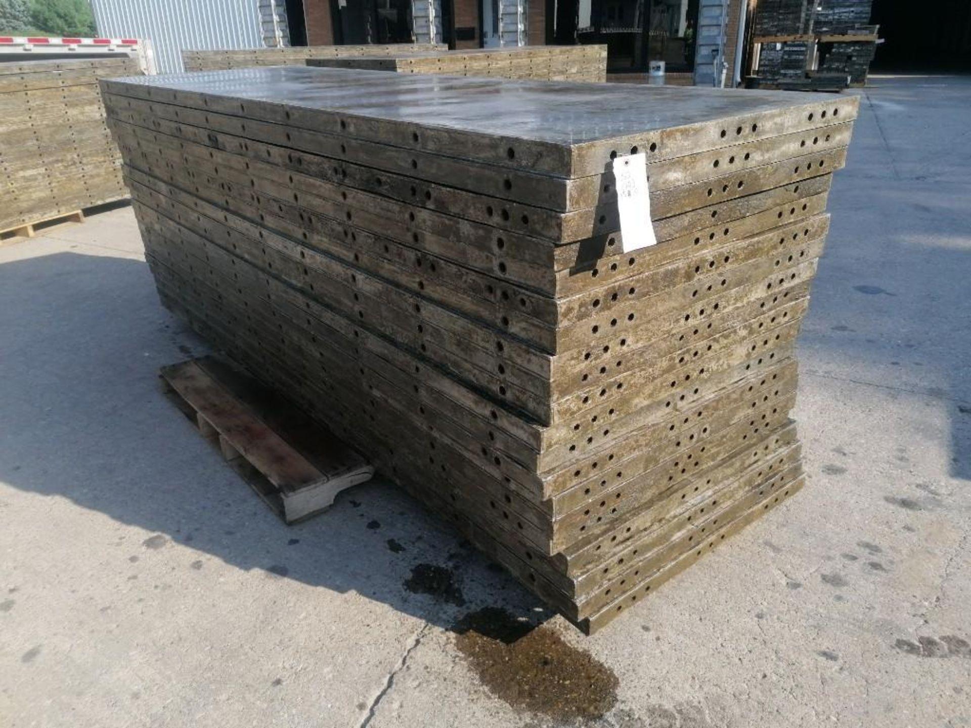 Lot 121 - (20) 3' x 10' Wall-Ties Aluminum Concrete Forms, Smooth 6-12 Hole Pattern. Located at 301 E Henry