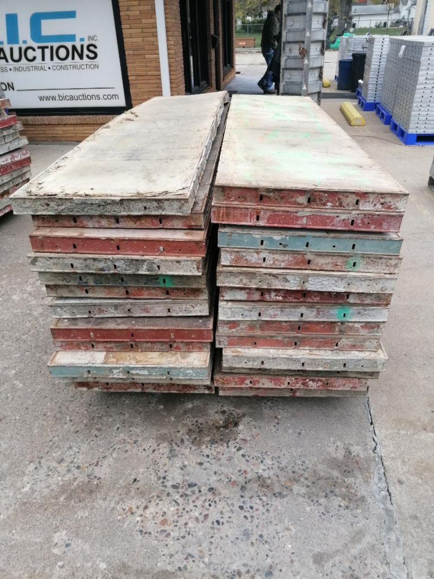 """(26) 24"""" x 8' Damaged Ellis Steel Ply Forms. Located in Mt. Pleasant, IA - Image 5 of 6"""
