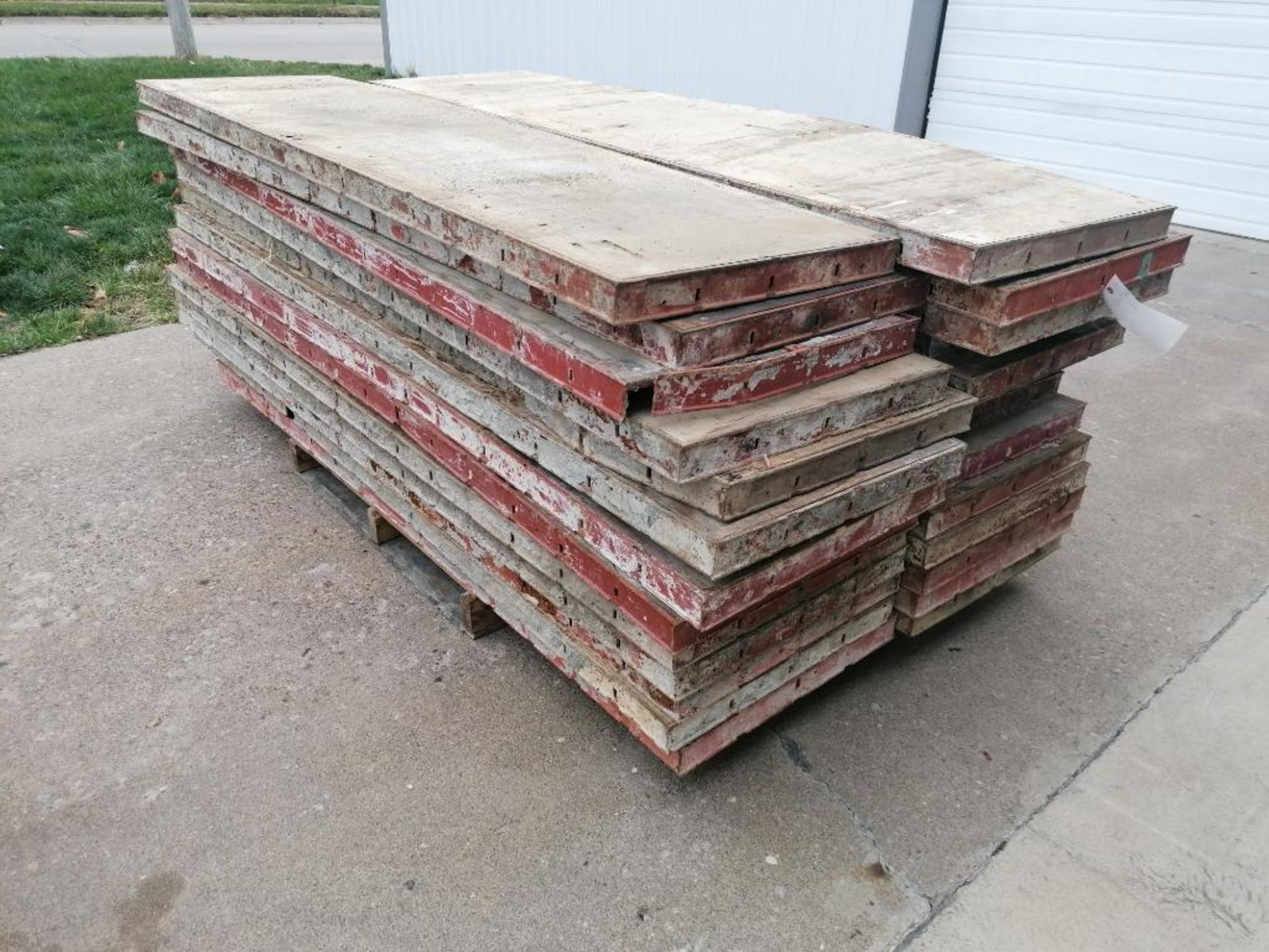 "(26) 24"" x 8' Damaged Ellis Steel Ply Forms. Located in Mt. Pleasant, IA - Image 2 of 5"