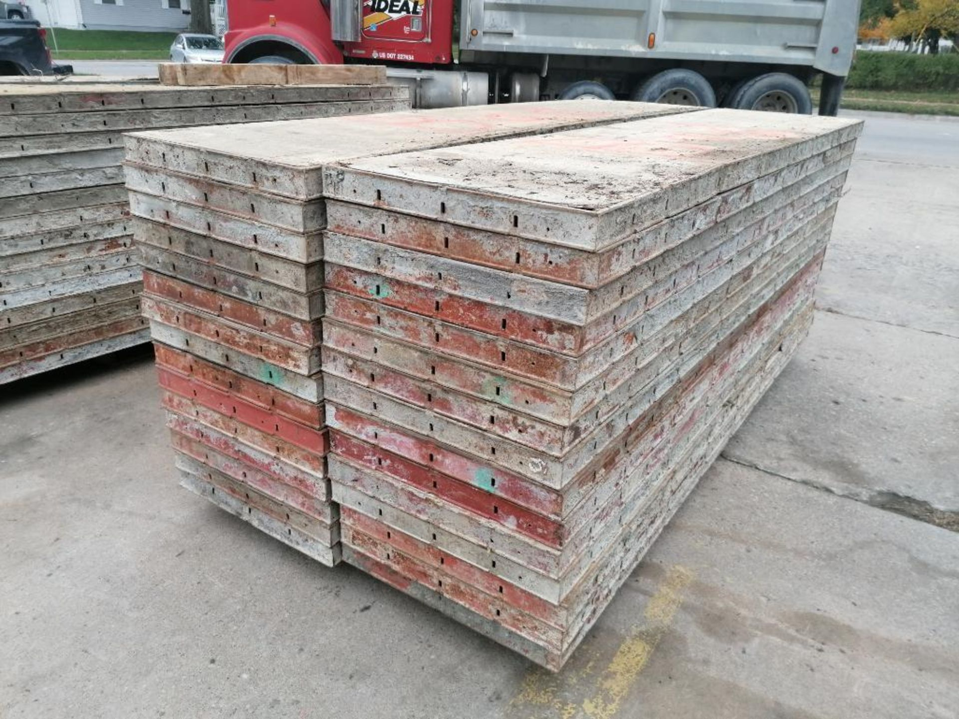 """(30) 24"""" X 8' Ellis Steel Ply Forms. Located in Mt. Pleasant, IA - Image 2 of 6"""