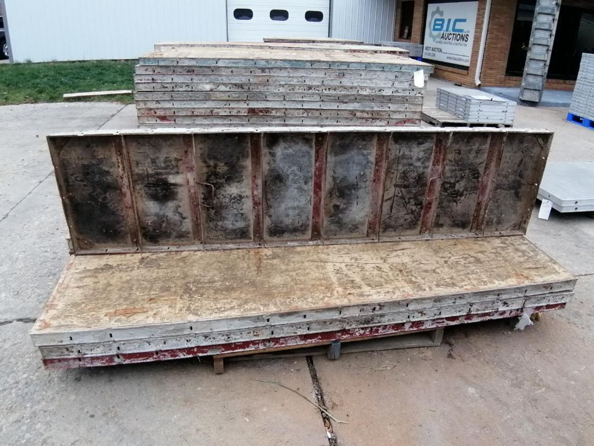 (8) 2' x 8' Ellis Steel Ply Forms. Located in Mt. Pleasant, IA - Image 5 of 5