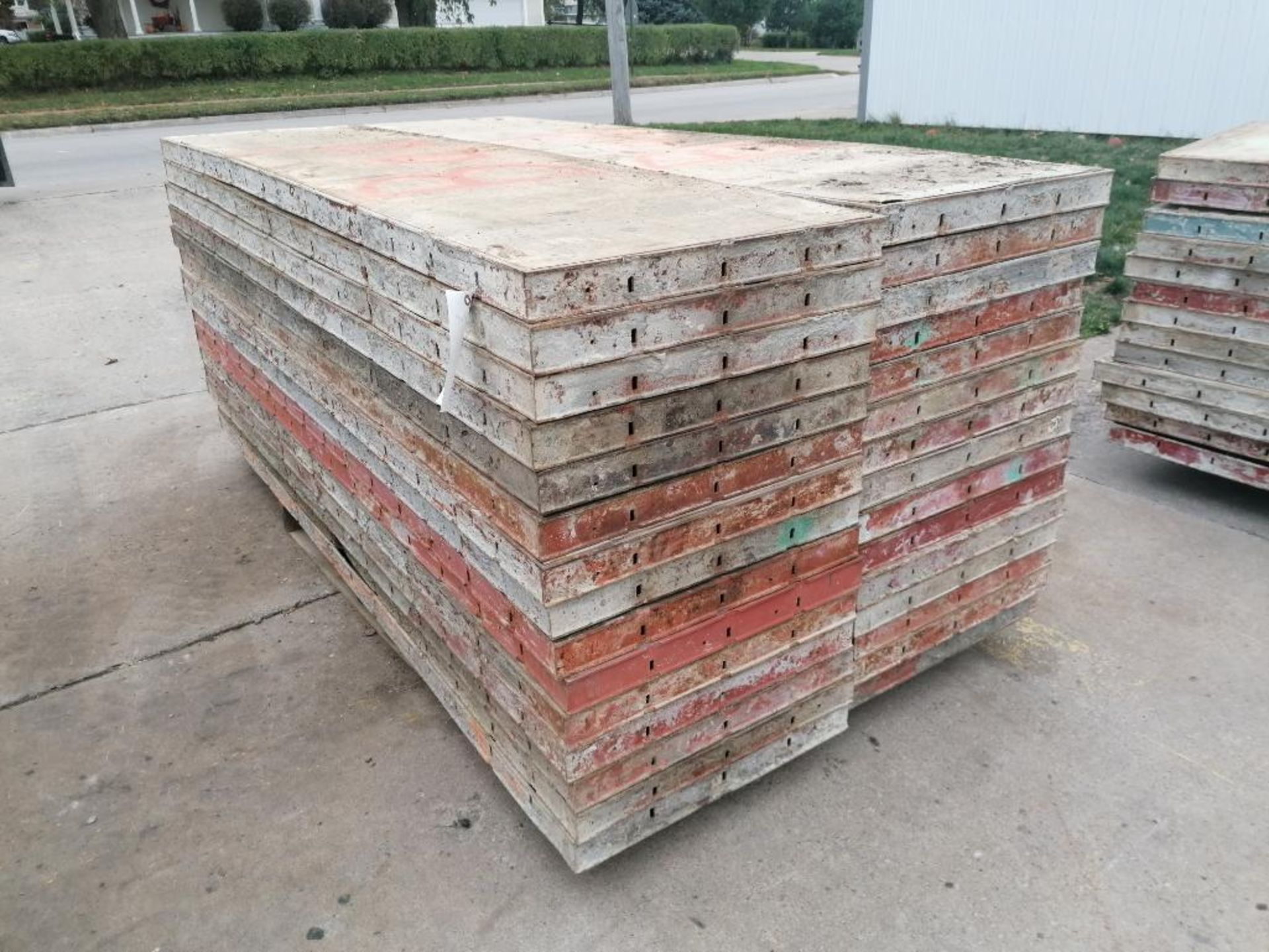 (30) 2' X 8' Ellis Steel Ply Forms. Located in Mt. Pleasant, IA