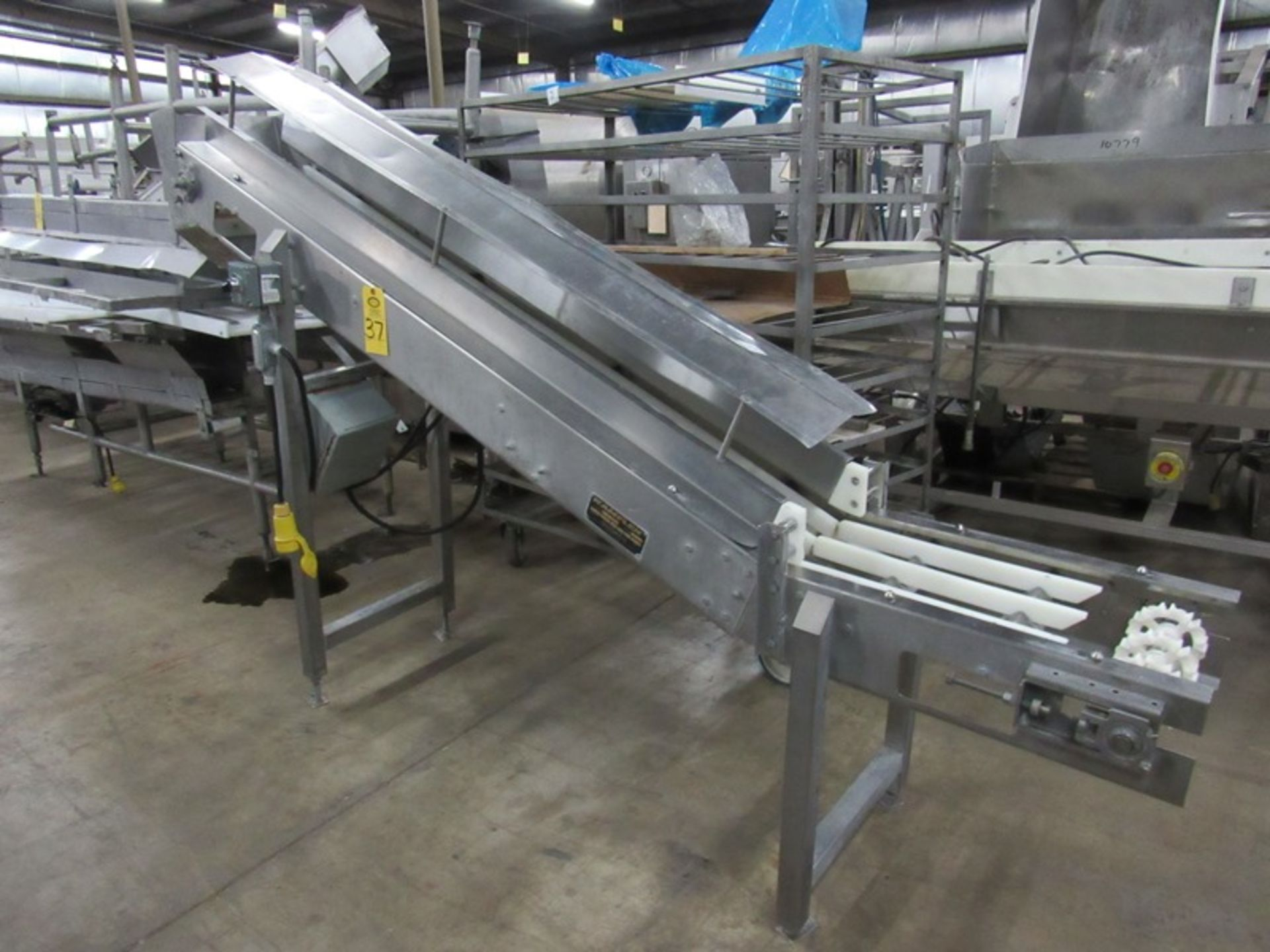 """Lot 37 - Kamflex Mdl. 810 Stainless Steel Incline Conveyor, 10"""" W X 9' L, 30"""" infeed, 64"""" discharge,"""