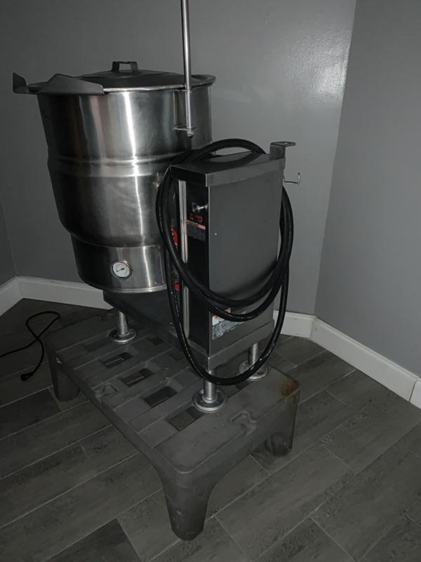 Lot 18 - Vulcan Mdl. VEC20T Self-Contained Kettle, 20 gallon, electric, 240 volts, Ser. #4595-12-0480, Nat'