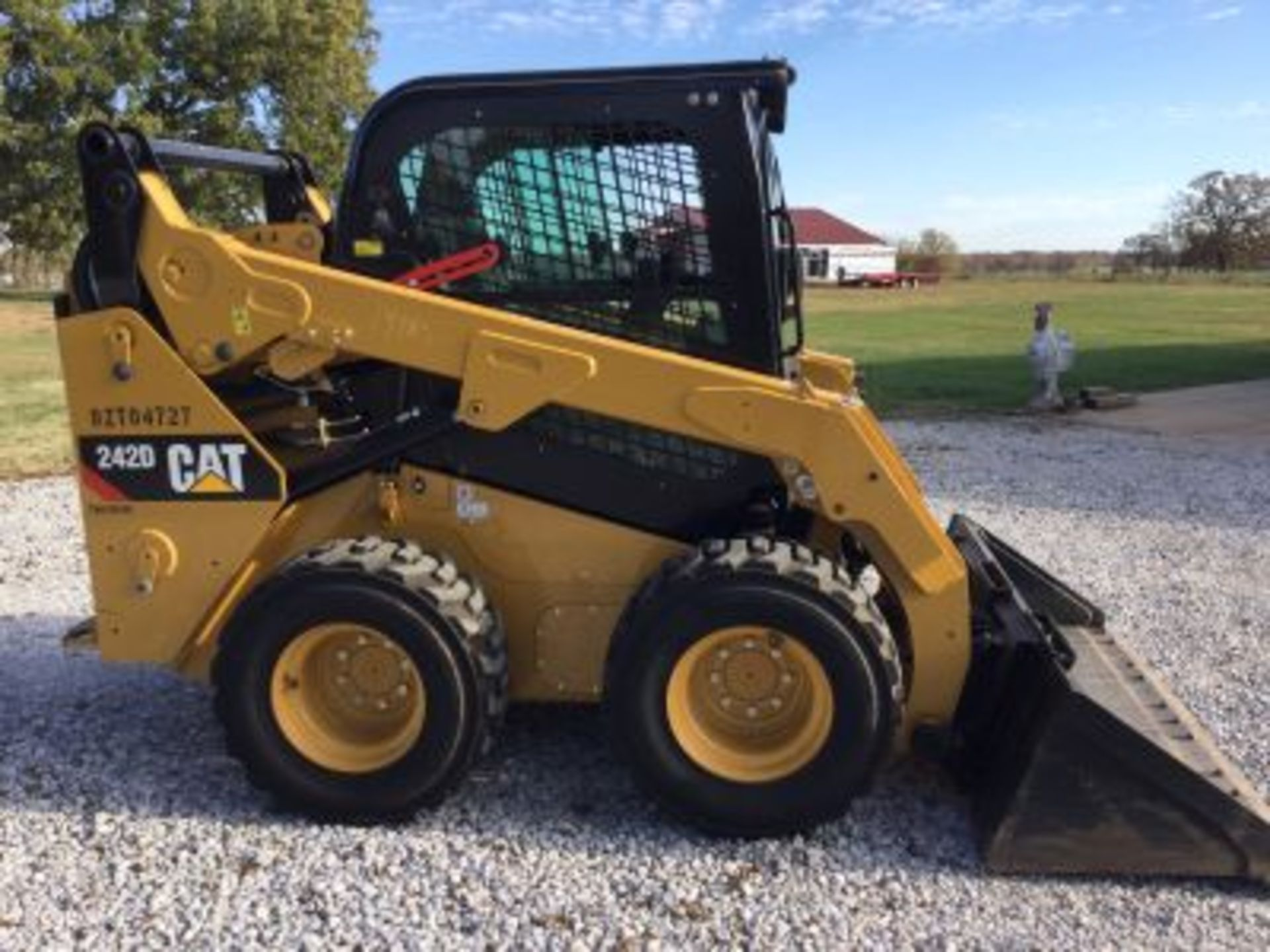 2018 CATERPILLAR 242D SKIDSTEER LOOKS NEW