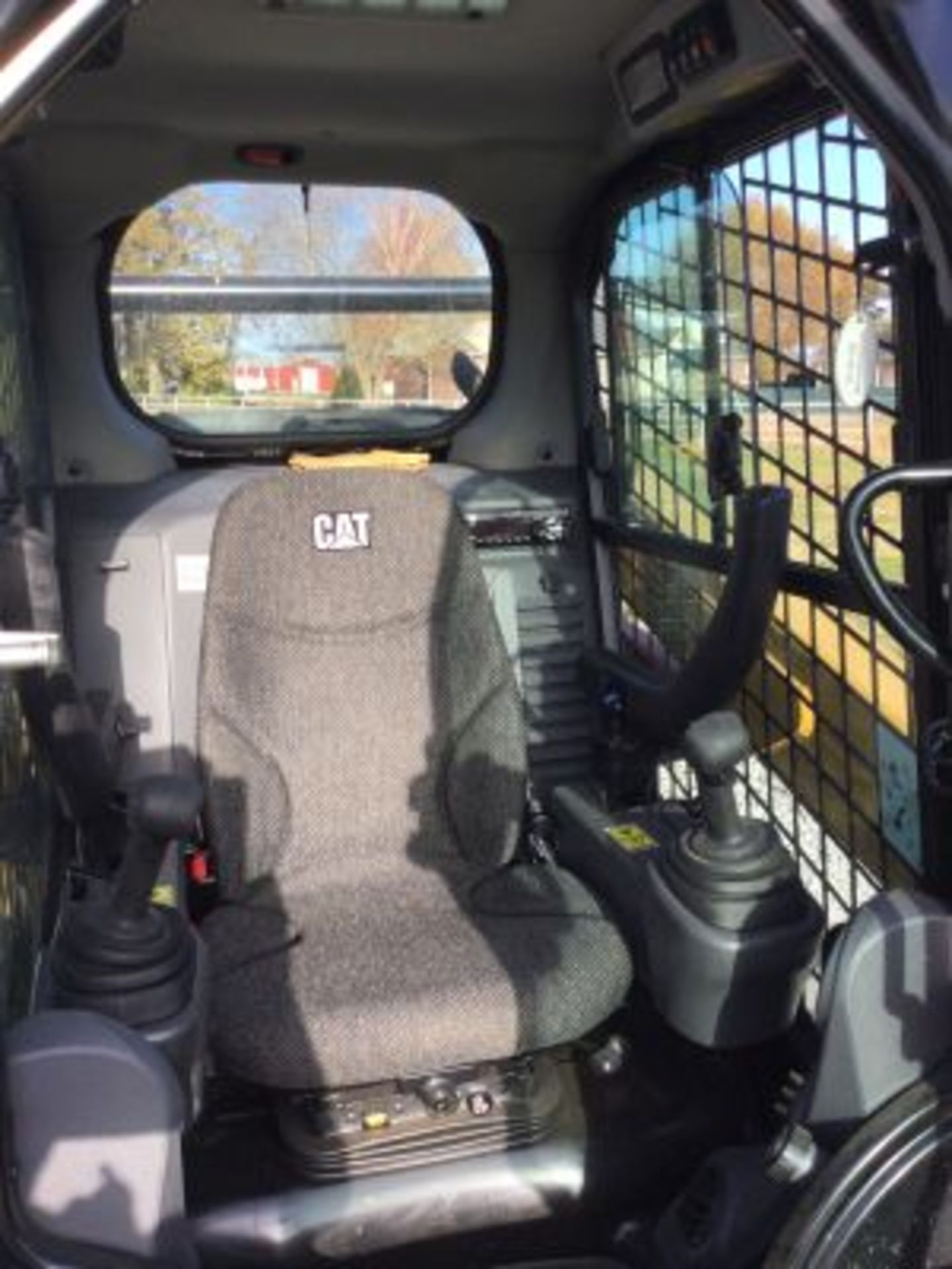 2018 CATERPILLAR 242D SKIDSTEER LOOKS NEW - Image 5 of 12