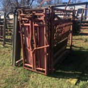 CATTLE SQUEEZE CHUTE W/ HEAD GATE